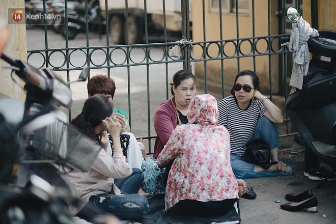Ngày đầu tiên tuyển sinh lớp 10 tại Hà Nội: Học sinh và phụ huynh căng thẳng vì kỳ thi được đánh giá khó hơn cả thi đại học - Ảnh 22.
