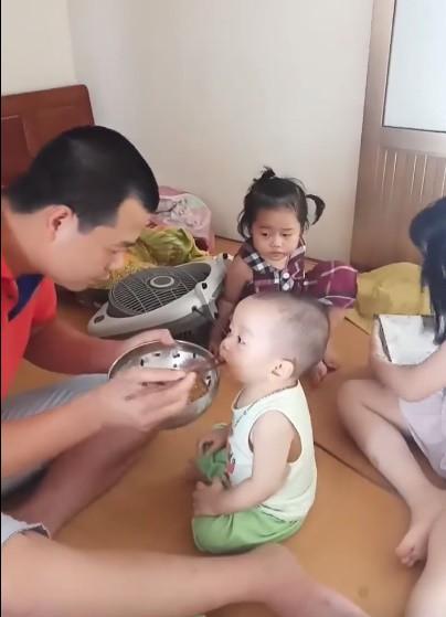 Chăm con quá xuất sắc, những ông bố bỉm sữa này đã lật đổ định kiến con nhỏ chỉ bám mẹ  - Ảnh 6.