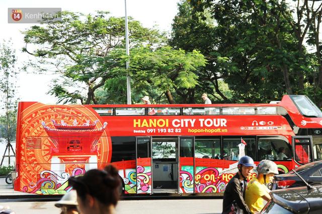 Sau 1 tuần lăn phân phốih, xe buýt mui trần giá vé 300 nghìn đồng/4 tiếng đìu hiu khách ở Hà Nội - Ảnh 3.