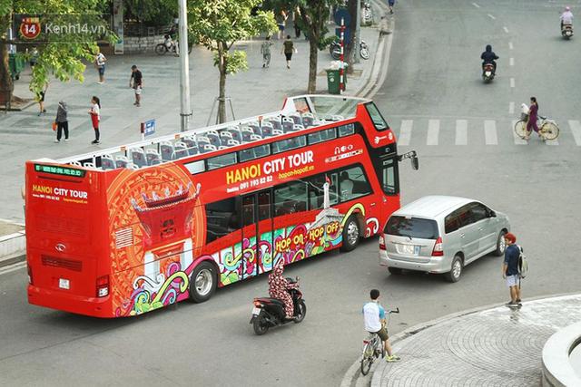 Sau 1 tuần lăn phân phốih, xe buýt mui trần giá vé 300 nghìn đồng/4 tiếng đìu hiu khách ở Hà Nội - Ảnh 5.