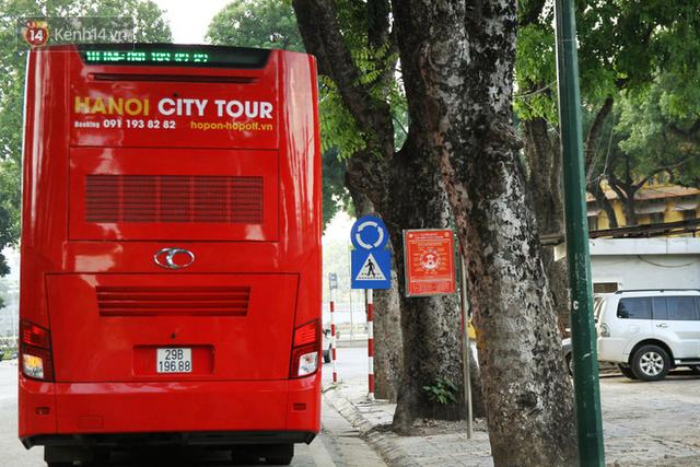 Sau 1 tuần lăn phân phốih, xe buýt mui trần giá vé 300 nghìn đồng/4 tiếng đìu hiu khách ở Hà Nội - Ảnh 6.