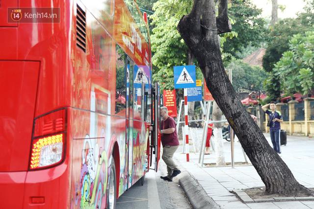 Sau 1 tuần lăn phân phốih, xe buýt mui trần giá vé 300 nghìn đồng/4 tiếng đìu hiu khách ở Hà Nội - Ảnh 7.