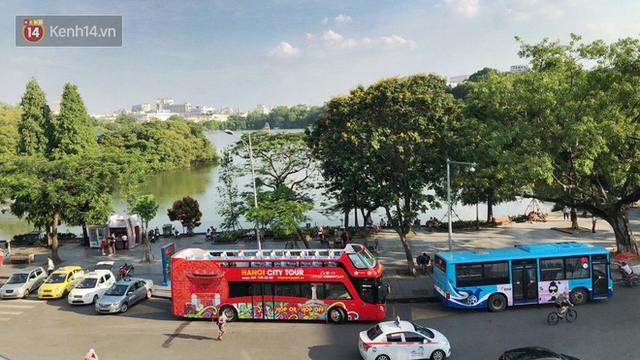 Sau 1 tuần lăn phân phốih, xe buýt mui trần giá vé 300 nghìn đồng/4 tiếng đìu hiu khách ở Hà Nội - Ảnh 8.