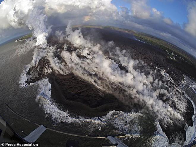 Núi lửa Kilauea đã giúp Hawaii mọc thêm hàng km đất mới mà vẫn chưa có dấu hiệu dừng lại - Ảnh 6.