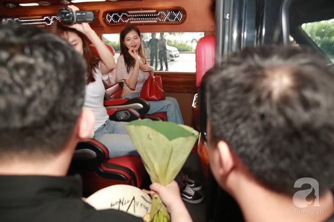 Quả bom sex Hyuna cùng dàn mỹ nam của Highlight chật vật di chuyển giữa biển fan Việt Nam - Ảnh 7.