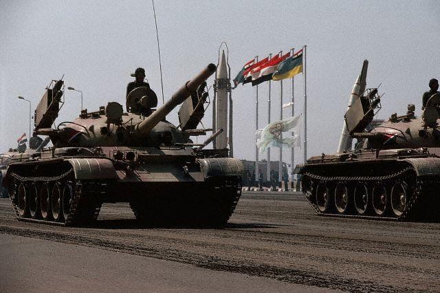 Xuất hiện xe tăng T-62 lạ mắt: Rắn được vẽ thêm chân theo phong cách... Triều Tiên - Ảnh 1.