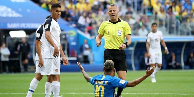 World Cup 2018: Khoa học đằng sau những pha ăn vạ trong bóng đá - Ảnh 2.