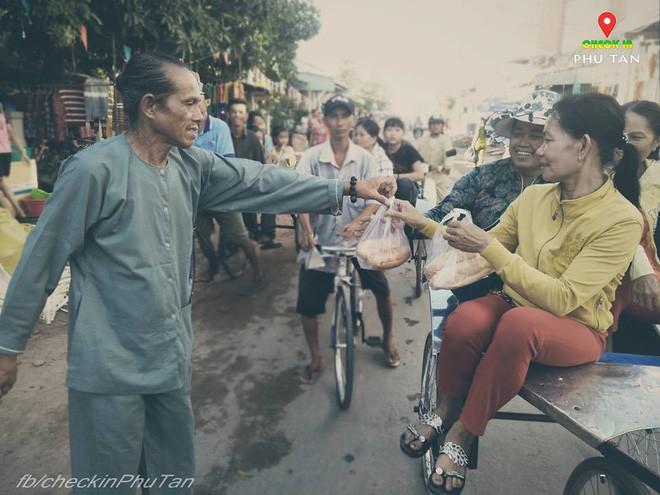 Ngày đại lễ 18/5 thú vị, dư dả tình người ở An Giang: Người lạ đi ngang được cả làng mời ăn nghỉ miễn phí  - Ảnh 14.