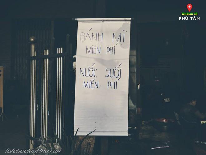 Ngày đại lễ 18/5 thú vị, dư dả tình người ở An Giang: Người lạ đi ngang được cả làng mời ăn nghỉ miễn phí  - Ảnh 15.