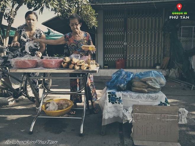 Ngày đại lễ 18/5 thú vị, dư dả tình người ở An Giang: Người lạ đi ngang được cả làng mời ăn nghỉ miễn phí  - Ảnh 16.
