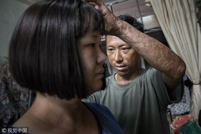 Vợ nhất quyết cạo trọc đầu để ép chồng đi chụp lại ảnh cưới, nguyên nhân phía sau khiến ai cũng phải xúc động - Ảnh 4.