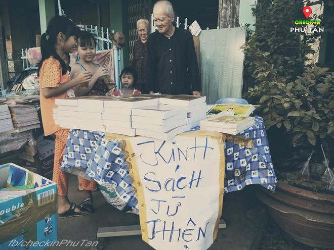 Ngày đại lễ 18/5 thú vị, dư dả tình người ở An Giang: Người lạ đi ngang được cả làng mời ăn nghỉ miễn phí  - Ảnh 7.
