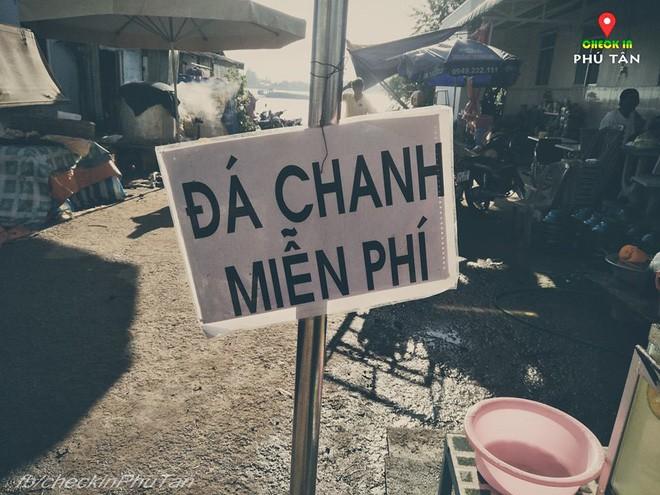 Ngày đại lễ 18/5 thú vị, dư dả tình người ở An Giang: Người lạ đi ngang được cả làng mời ăn nghỉ miễn phí  - Ảnh 8.