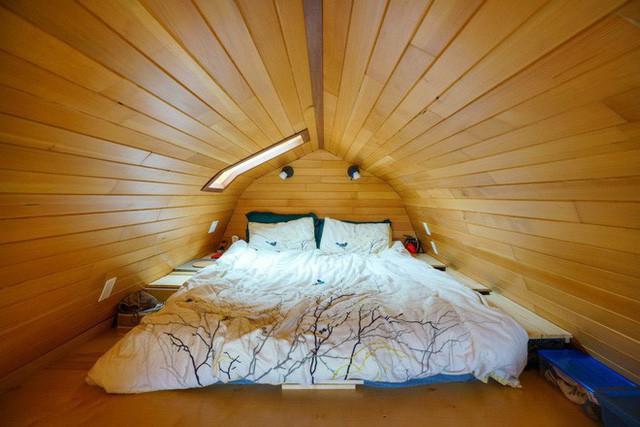 Chán cảnh thuê nhà đắt đỏ, cặp vợ chồng tự xây căn nhà nhỏ xíu nhưng đầy đủ tiện nghi giữa cánh đồng - Ảnh 7.