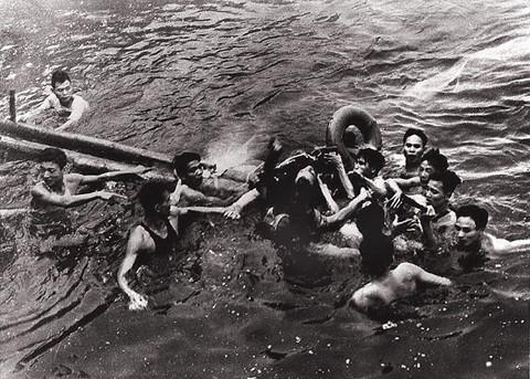 Phát bắn thần kỳ của tên lửa VN: Con Đô đốc Mỹ bị bắt sống, cường kích A-4 hít xỉ than - Ảnh 5.