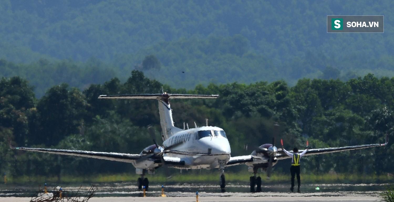 10h sáng nay, chiếc máy bay đầu tiên hạ cánh xuống sân bay Vân Đồn - Ảnh 5.