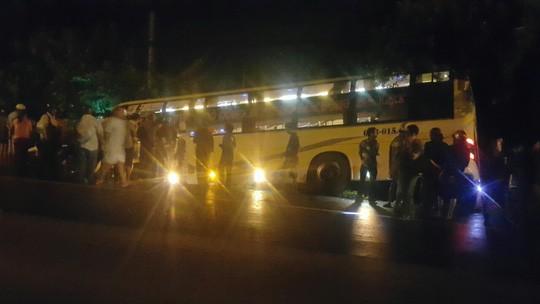 Tai nạn xe giường nằm kinh hoàng ở Long An - Ảnh 1.