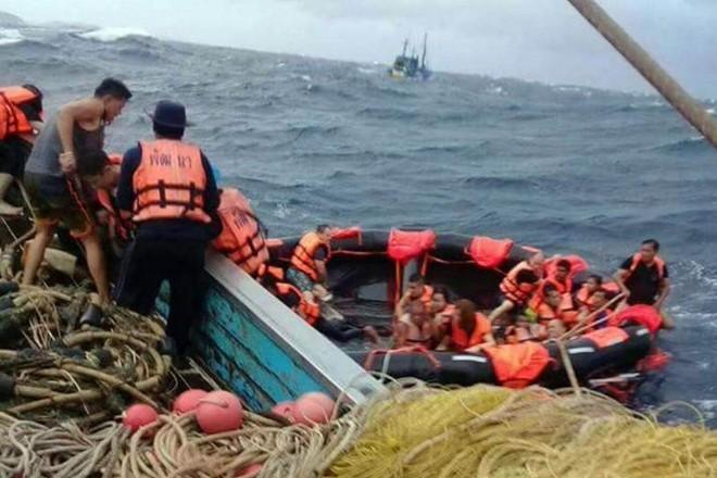 Nhường phao cứu 4 người trong vụ chìm tàu tại Thái, thanh niên dũng cảm được dân mạng so sánh với nhân vật chính trong Titanic - Ảnh 1.