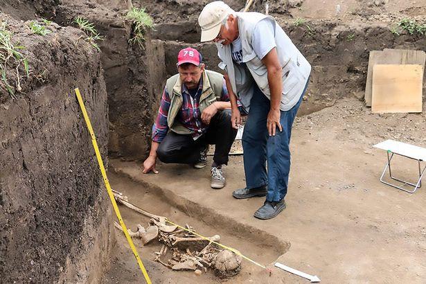 Phát hiện bộ xương phù thủy bị chôn vùi từ 1.600 năm trước - Ảnh 4.