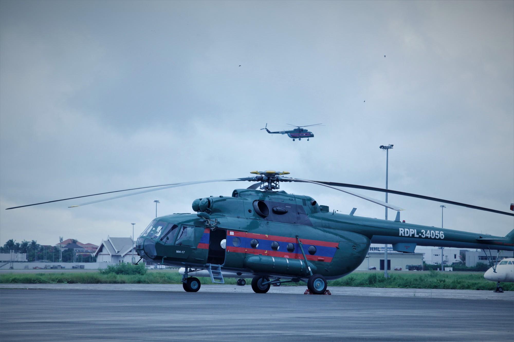 Trực thăng Mi biểu diễn tại sân bay Wattay Lào