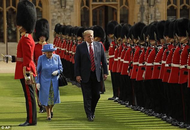Tổng thống Trump mắc lỗi khiến Nữ hoàng Anh bối rối trong lễ duyệt binh - Ảnh 5.