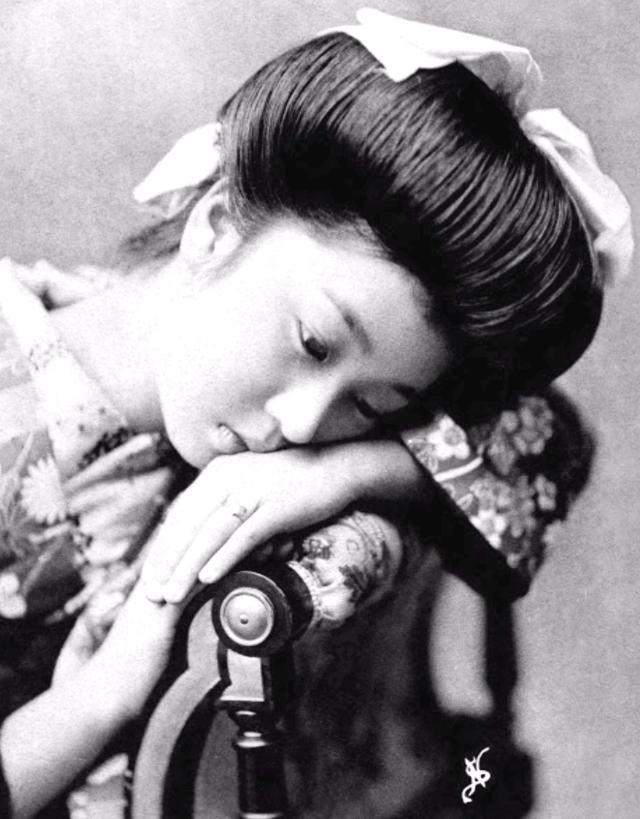 15 bức ảnh mặt mộc không son phấn của các nàng geisha thế kỷ 19 đẹp đến ngỡ ngàng làm bạn không thể rời mắt - Ảnh 11.
