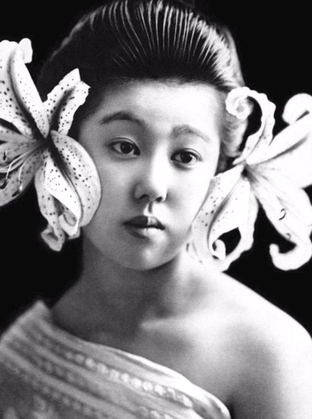 15 bức ảnh mặt mộc không son phấn của các nàng geisha thế kỷ 19 đẹp đến ngỡ ngàng làm bạn không thể rời mắt - Ảnh 9.