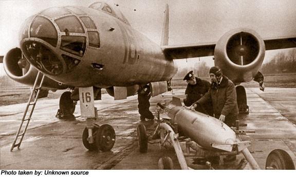 Máy bay ném bom từng sát cánh bên KQ Việt Nam - Huyền thoại bầu trời chưa bao giờ thất bại - Ảnh 2.