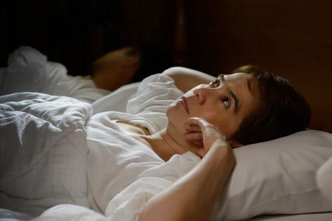 Hiệu ứng đêm đầu tiên - lời lý giải cho việc tại sao bạn luôn thấy khó ngủ mỗi khi đặt lưng xuống nơi xa lạ - Ảnh 1.