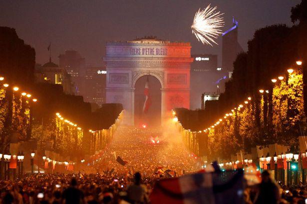 Hai cổ động viên Pháp thiệt mạng khi ăn mừng đội nhà giành chức vô địch - Ảnh 2.