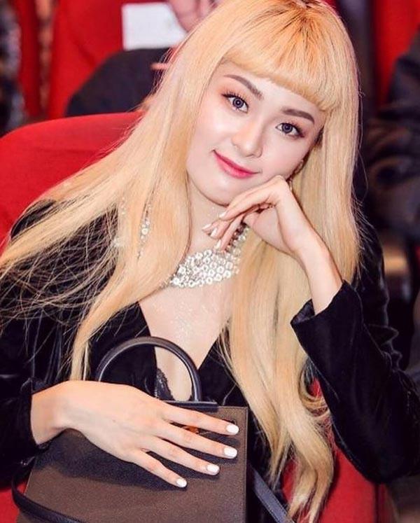 Tình cũ Cường Đô la Hạ Vi bị chê lột xác kém xinh, giống hệt Phi Thanh Vân - Ảnh 1.