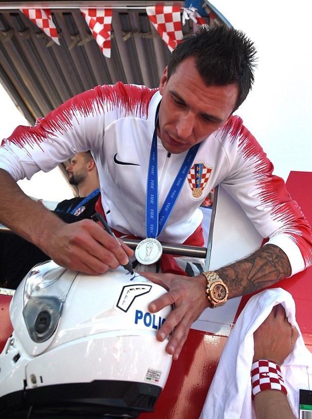 Những người hùng về nhì Croatia được chào đón như nhà vô địch - Ảnh 1.