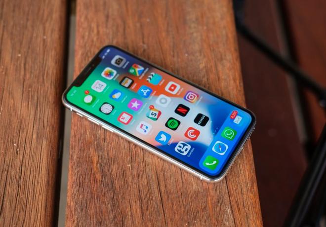 Chiếc iPhone 2018 sẽ đem đến không chỉ là một, mà là 2 cú đánh thẳng vào mặt Samsung - Ảnh 1.