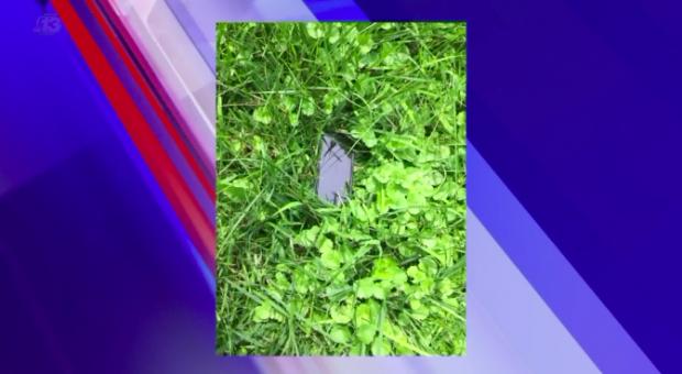Một người phụ nữ đã làm rơi iPhone từ trên máy bay và cái kết không thể tin nổi - Ảnh 2.