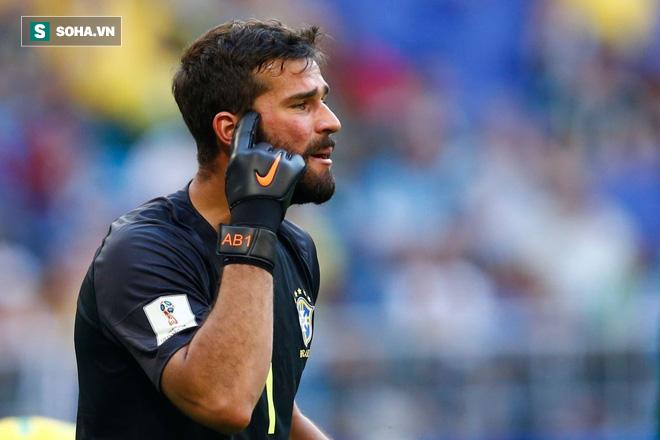 Liverpool gây kinh ngạc bằng thương vụ kỷ lục thế giới với thủ thành Brazil - Ảnh 1.
