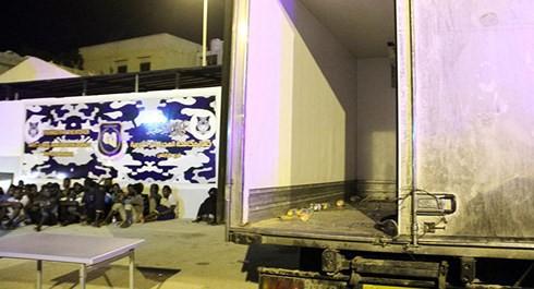 Báo động hàng loạt vụ người di cư đến châu Âu chết ngạt trong xe tải - Ảnh 1.