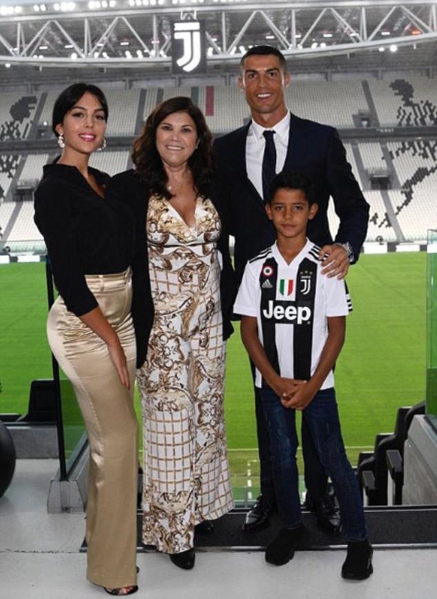 Mẹ Ronaldo: Thật dối trá khi nói tôi muốn Ronaldo trở lại Man Utd - Ảnh 1.
