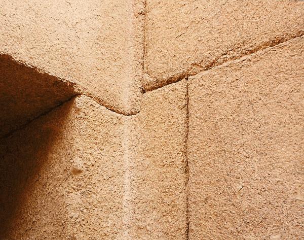 Sự phi lý thách thức mọi khái niệm logic của những tảng cự thạch khổng lồ  - Ảnh 2.