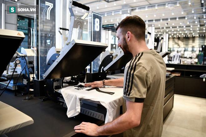 Sự thật về việc Juventus bán áo Ronaldo 24 giờ là đủ nửa tiền mua CR7 - Ảnh 2.