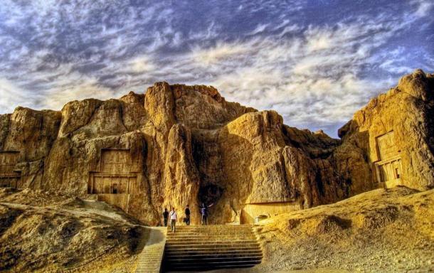 Lăng mộ hùng vĩ của những vị vua Ba Tư quyền lực nhất: Xây trên cả quả núi - Ảnh 8.