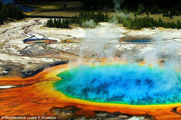 Vết nứt lan rộng tại siêu núi lửa hoạt động mạnh nhất thế giới - các chuyên gia nói gì? - Ảnh 3.