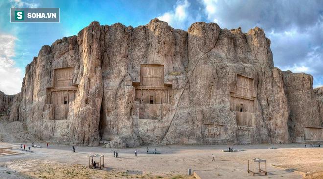 Lăng mộ hùng vĩ của những vị vua Ba Tư quyền lực nhất: Xây trên cả quả núi - Ảnh 1.