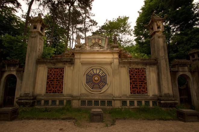 Bên trong khu vườn bị bỏ hoang ở Paris, nơi 100 năm trước con người từng bị đem ra triển lãm, mua vui chẳng khác gì ở sở thú - Ảnh 23.