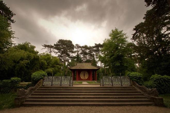 Bên trong khu vườn bị bỏ hoang ở Paris, nơi 100 năm trước con người từng bị đem ra triển lãm, mua vui chẳng khác gì ở sở thú - Ảnh 27.