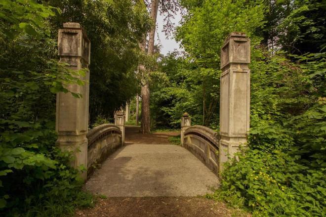Bên trong khu vườn bị bỏ hoang ở Paris, nơi 100 năm trước con người từng bị đem ra triển lãm, mua vui chẳng khác gì ở sở thú - Ảnh 6.