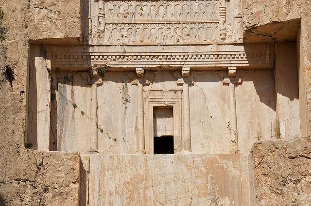 Lăng mộ hùng vĩ của những vị vua Ba Tư quyền lực nhất: Xây trên cả quả núi - Ảnh 6.