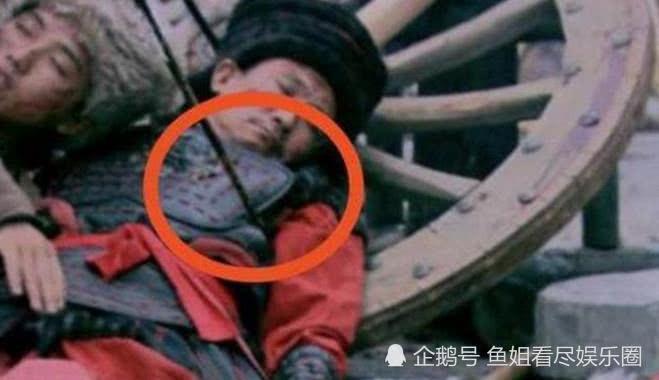 Sạn hài hước trong phim Hoa ngữ: Thời Tam Quốc có ô tô, người cổ đại đi giày Tây - Ảnh 12.