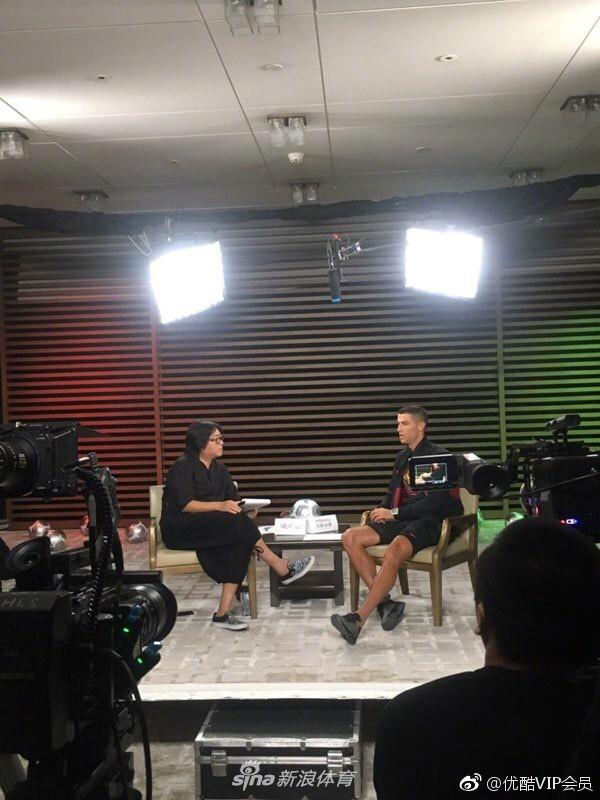 Sự thật bất ngờ vụ Ronaldo mắc bệnh ngôi sao, tức tối bỏ về giữa cuộc phỏng vấn tại Trung Quốc - Ảnh 1.