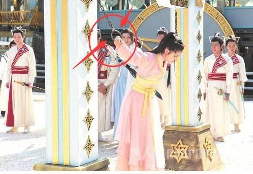 Sạn hài hước trong phim Hoa ngữ: Thời Tam Quốc có ô tô, người cổ đại đi giày Tây - Ảnh 11.
