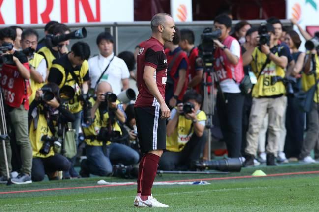 Huyền thoại Iniesta thua thảm trong ngày ra mắt đội bóng Nhật Bản - Ảnh 1.
